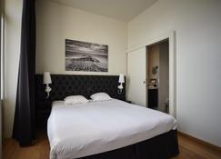 Hotel Le Parisien - Ostend - Bedroom