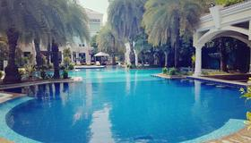 The Palms - Town & Country Club - Gurugram - Pool