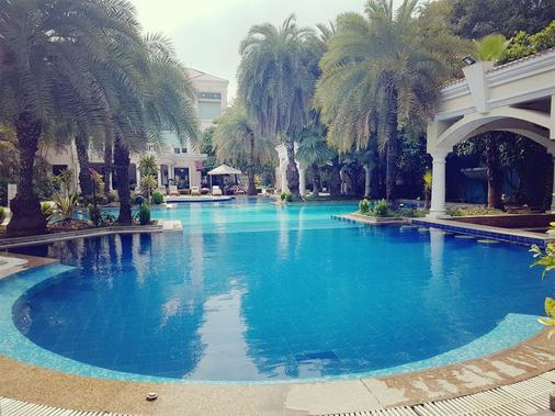 The Palms - Town & Country Club - Gurgaon - Uima-allas