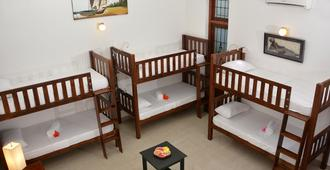 Colombo Mount Beach Hostel - Dehiwala-Mount Lavinia - Bedroom