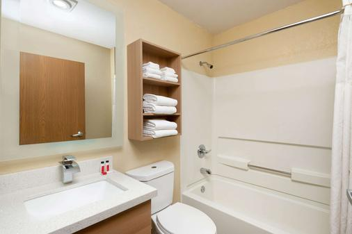 Microtel Inn & Suites by Wyndham Florence - Florence - Bathroom