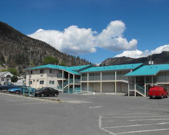 Canadas Best Value Inn - Mile 0 - Lillooet - Building