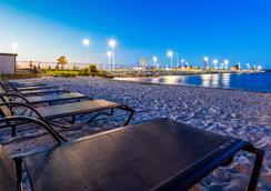 Best Western Plus Dockside Waterfront Inn - Mackinaw City - Beach