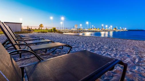 貝斯特韋斯特普拉斯碼頭海濱旅館 - 麥基諾市 - 麥基諾城 - 海灘