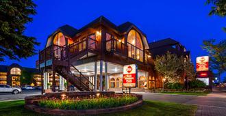 Best Western Plus Dockside Waterfront Inn - Mackinaw City - Gebäude