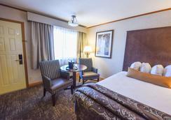 Best Western Plus Dockside Waterfront Inn - Mackinaw City - Bedroom