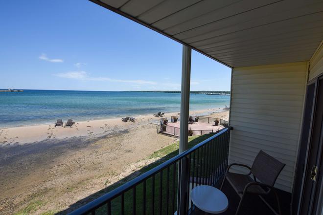 Best Western Plus Dockside Waterfront Inn - Mackinaw City - Balcony