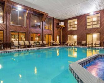 Best Western Plus Dockside Waterfront Inn - Mackinaw City - Pool