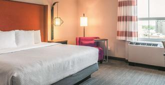 La Quinta Inn & Suites by Wyndham New Orleans Downtown - New Orleans - Makuuhuone