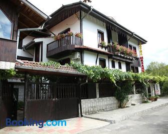 Oazis Family Hotel - Loveci - Building