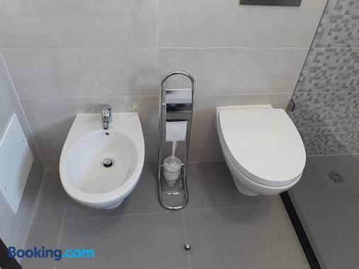 Tires Guest House - São Domingos de Rana - Bathroom