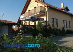 Restaurace - penzion Bavorsky dvur - Pardubice - Building