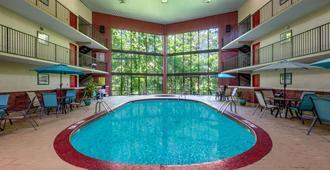 Super 8 by Wyndham Eureka Springs - Eureka Springs - Pool