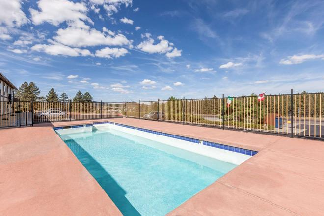 Super 8 by Wyndham Williams East/Grand Canyon Area - Williams - Pool
