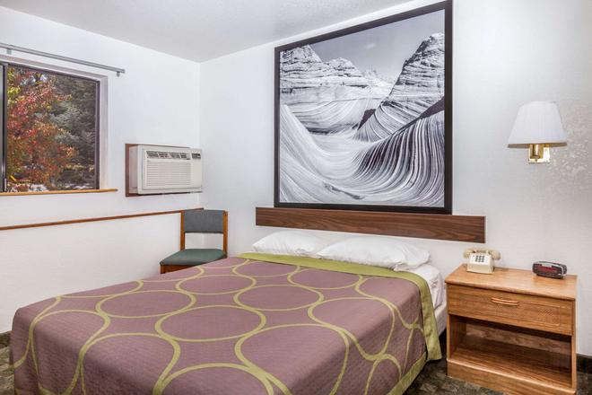 Super 8 by Wyndham Williams East/Grand Canyon Area - Williams - Bedroom