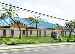 Wildwood Inn Tropical Dome & Theme Suites - Florence - Building