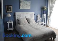 Le Relais des Capucines - Ydes - Bedroom