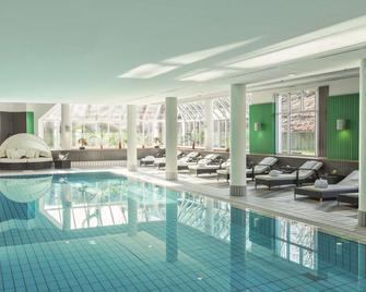 Radisson Blu Hotel Dortmund - Dortmund - Piscina
