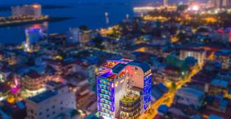 Sun & Moon, Urban Hotel - Phnom Penh - Outdoor view