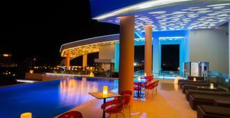 Sun & Moon, Urban Hotel - פנום פאן - בריכה