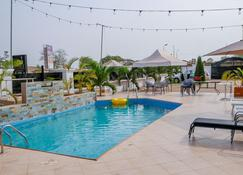 candice serviced apartment - Sunyani - Pool
