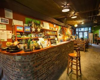 Yangshuo Xingping This Old Place International Youth Hostel - Xingping - Бар