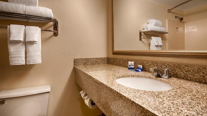 Best Western Royal Plaza Hotel & Trade Center - Marlborough - Kylpyhuone