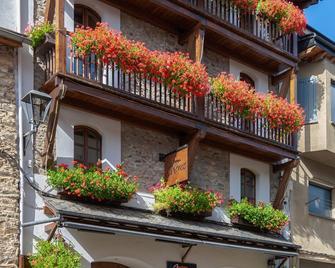 Hotel Fonda Merce - Llivia - Gebouw