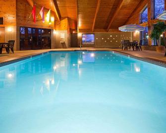 AmericInn by Wyndham Plymouth - Plymouth - Bazén