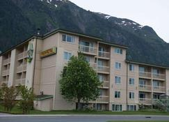 Ramada by Wyndham Juneau - Juneau - Rakennus