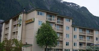 Ramada by Wyndham Juneau - Juneau