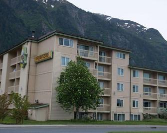 Ramada by Wyndham Juneau - Juneau - Building