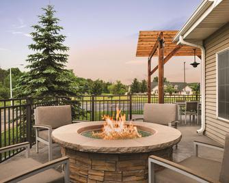 Country Inn & Suites by Radisson, West Bend, WI - West Bend - Balcony