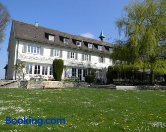 Hotel Landgut Burg Gmbh - Weinstadt - Building