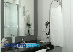 Town Hotel Wiesbaden - Wiesbaden - Bathroom