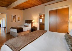 Best Western Vista Manor Lodge - Fort Bragg - Bedroom