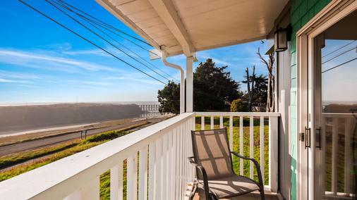 Best Western Vista Manor Lodge - Fort Bragg - Balcony
