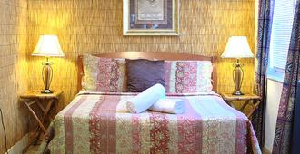 Wicker Guesthouse - Key West - Bedroom