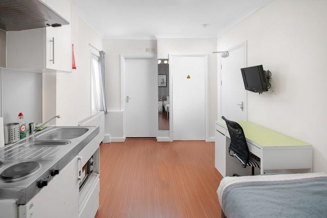弗萊克斯住宿圖爾西克羅伊登公寓式酒店 - 聖克萊門特 - 克羅伊登 - 廚房