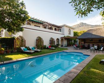 A Tuscan Villa Guest House - Fish Hoek - Pool