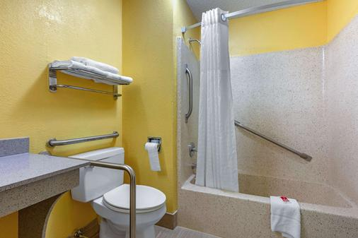Econo Lodge - Nashville - Phòng tắm
