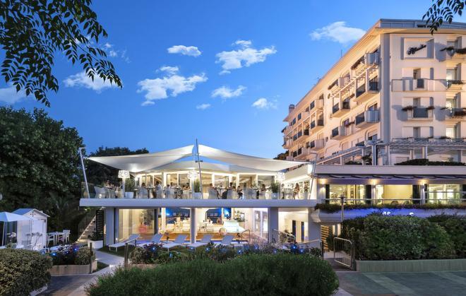 Atlantic Hotel - Riccione - Building