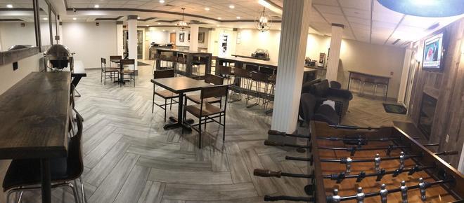 奧爾巴尼州立大學蘇妮克雷斯特希爾套房案店 - 阿爾巴尼 - 奧爾巴尼 - 餐廳