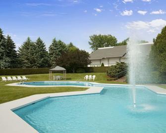 Days Inn by Wyndham Shelburne/Burlington - Shelburne - Bazén
