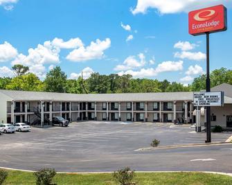 Econo Lodge Inn & Suites - Evergreen - Building
