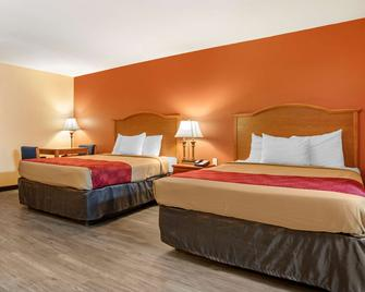 Econo Lodge Inn & Suites - Evergreen - Schlafzimmer