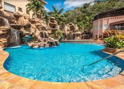 Clarion Suites Roatan at Pineapple Villas - Coxen Hole - Pool