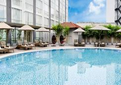 Eastin Grand Hotel Saigon - Ho Chi Minh City - Pool