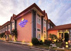 Microtel by Wyndham Davao - Davao City - Bangunan