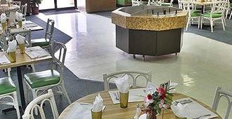 Castaways Resort and Suites - Freeport - Restaurant